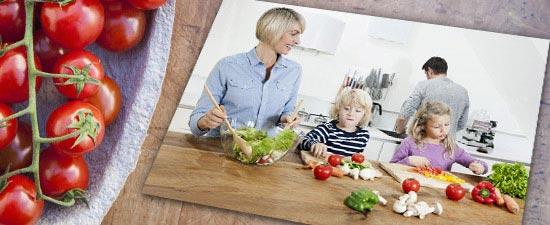 kinder zum kochen bewegen nestl deutschland ag. Black Bedroom Furniture Sets. Home Design Ideas